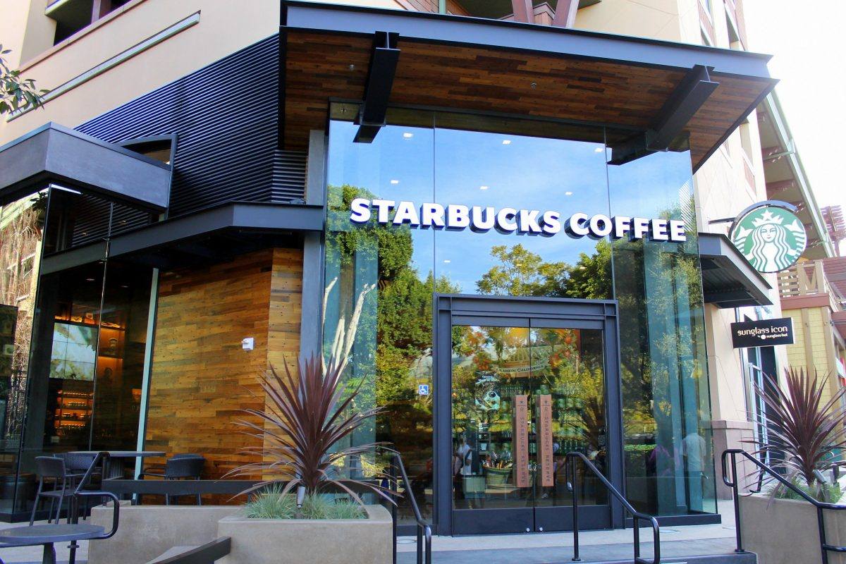 Mobile Order Starbucks at Disneyland: What You Can, And Can't Do